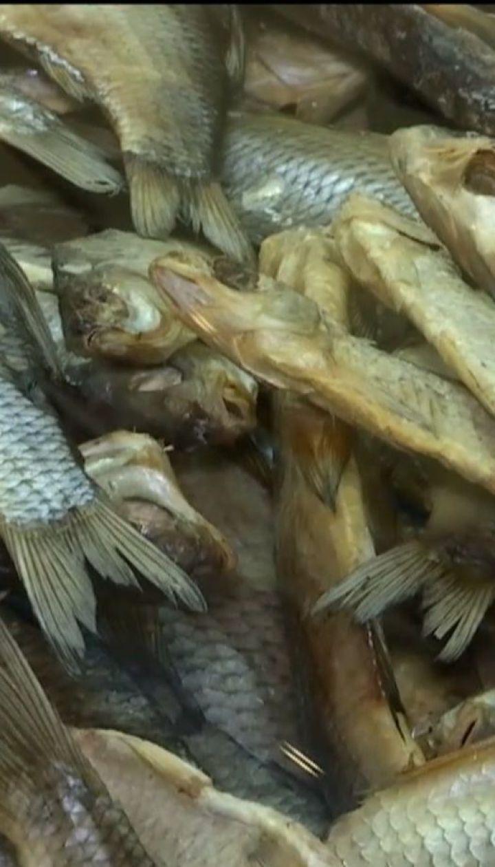 У Харкові чоловік помер від ботулізму, скуштувавши в'ялену рибу
