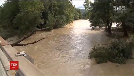 Американский город Оклахома ушел под воду после сильных ливней