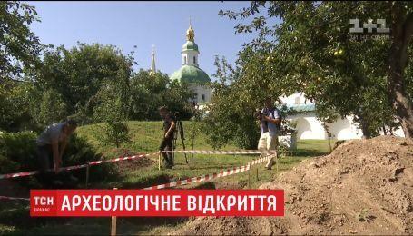 В Киево-Печерской Лавре раскопали стены 12-го века