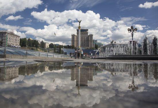 У центрі Києва шукають вибухівку в готелі, евакуйовані 150 людей