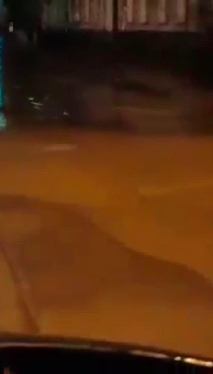 Сверхмощный ливень прокатился ночью столицей
