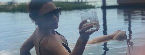 Літо триває: Вікторія Бекхем поділилася пляжним знімком