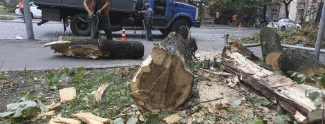 Ликвидация последствий непогоды в Киеве: чиновники пояснили, почему затопило Крещатик