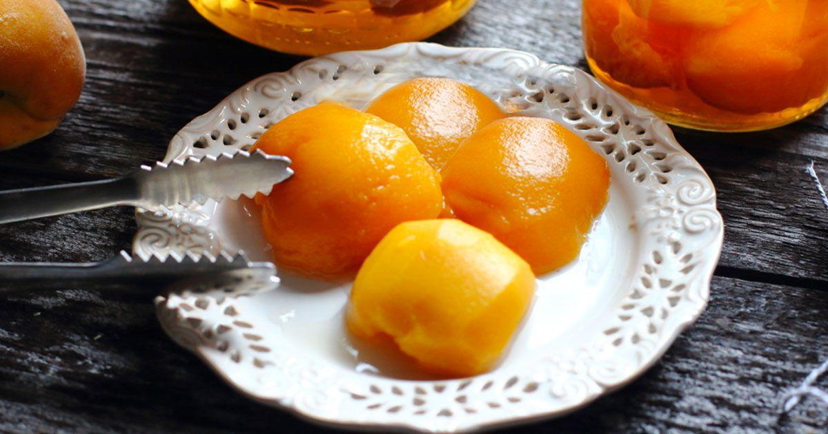 Консервовані персики з коньяком
