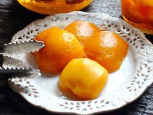 Консервированные персики с коньяком