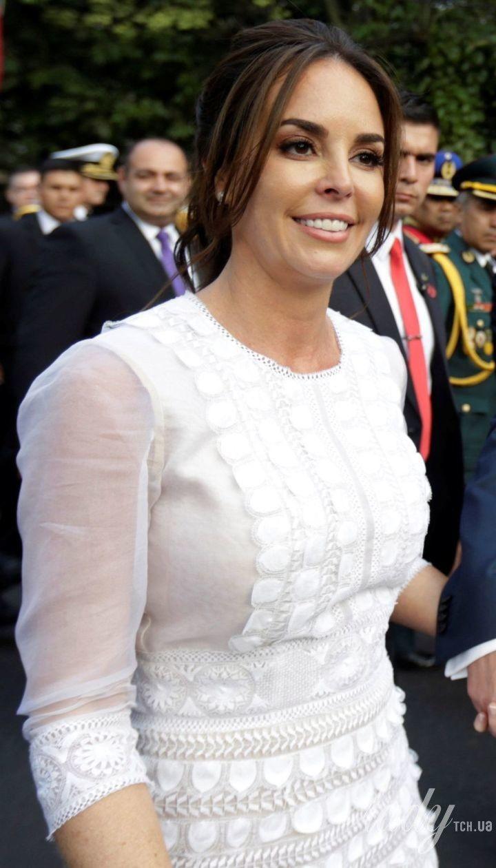 Перша леді Парагваю підкреслила струнку фігуру напівпрозорою сукнею