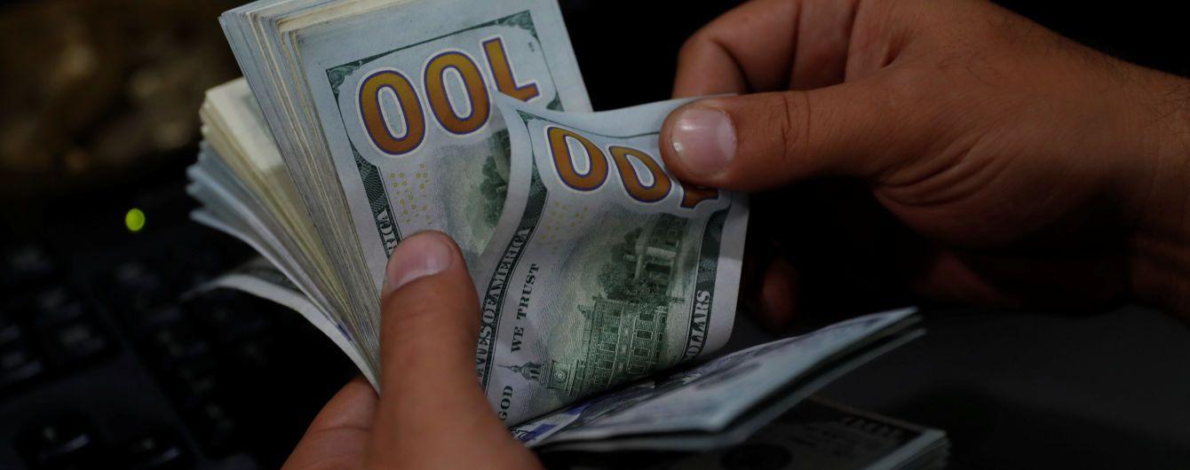 На міжбанку трохи здорожчали долар та євро, але шаленого обвалу гривні немає