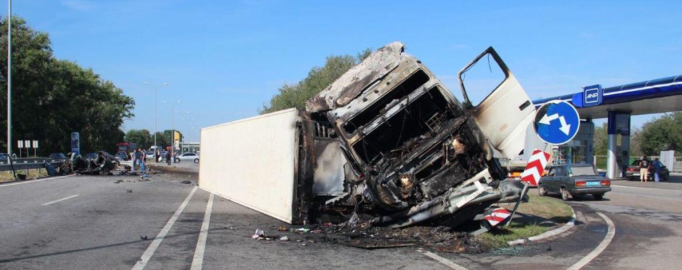 Смертельна ДТП вантажівки та легковика на Житомирщині: водій-утікач сам прийшов до поліції