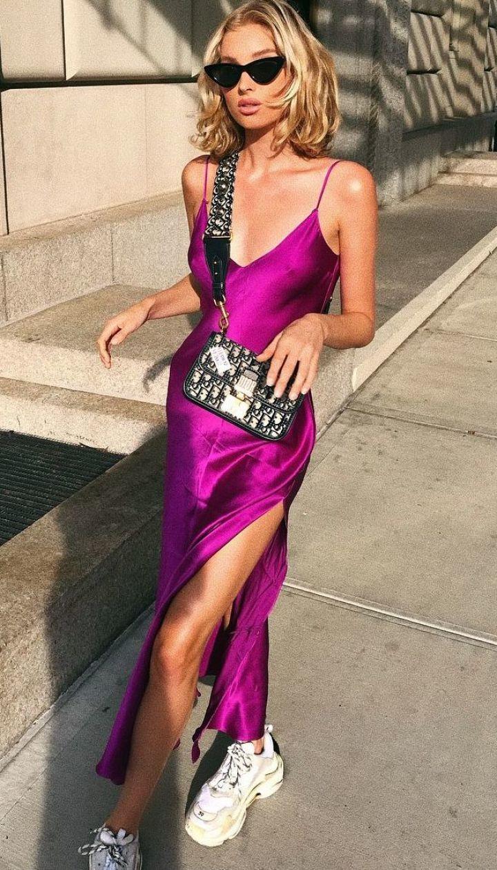 В платье на бретельках: Эльза Хоск вышла на улицу в ярком наряде