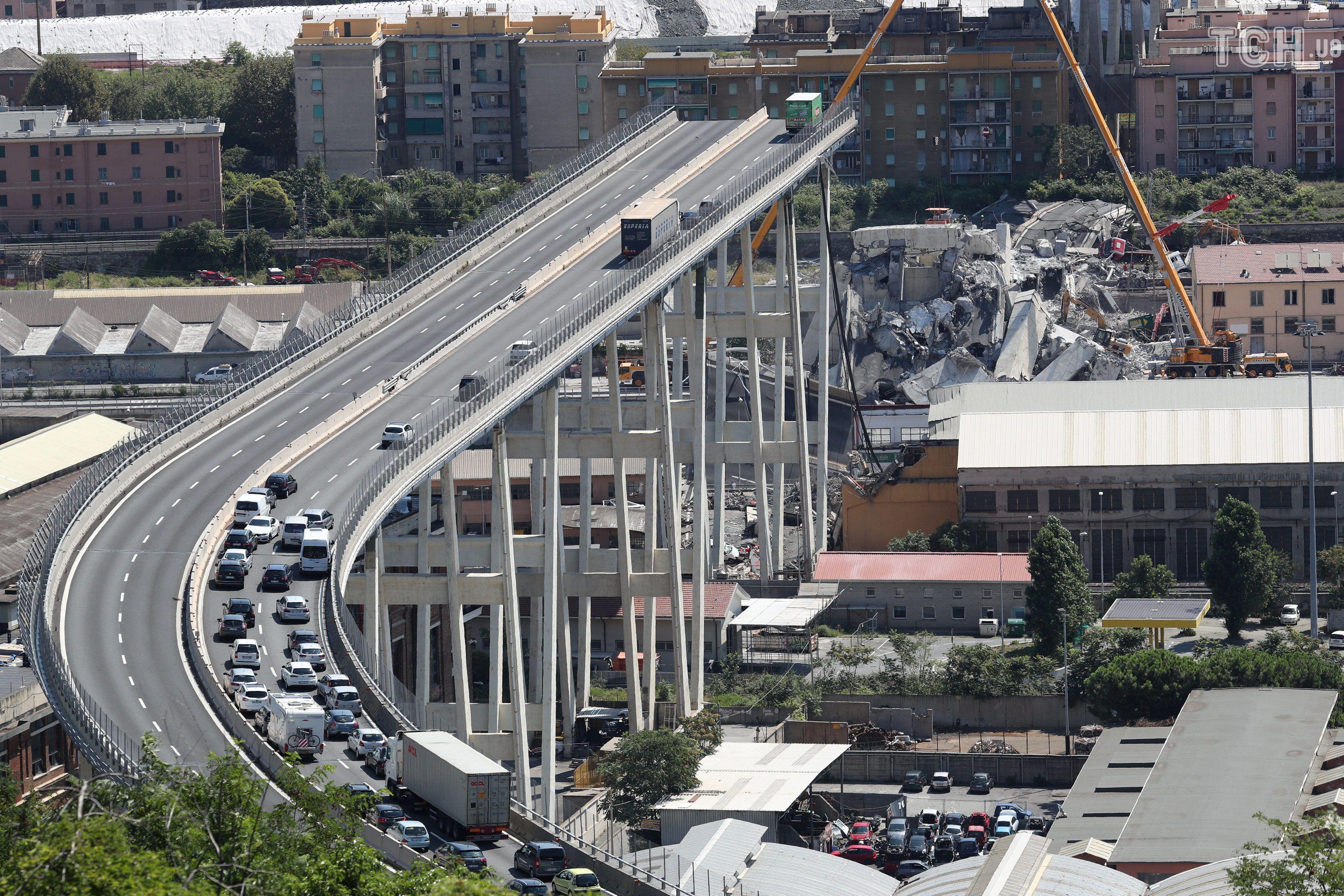 обвал мосту в Генуї