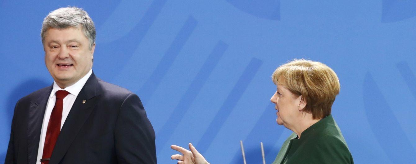 На Банковой сообщили, о чем говорили Порошенко и Меркель перед визитом Путина в Берлин