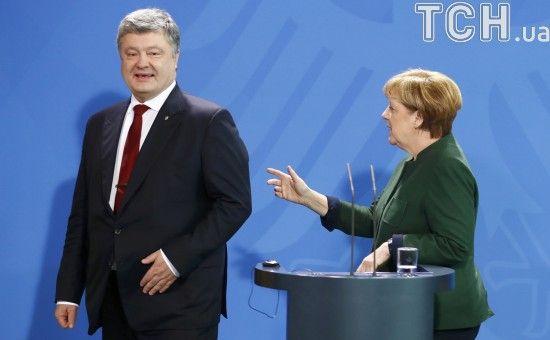 На Банковій повідомили, про що говорили Порошенко і Меркель перед візитом Путіна до Берліна
