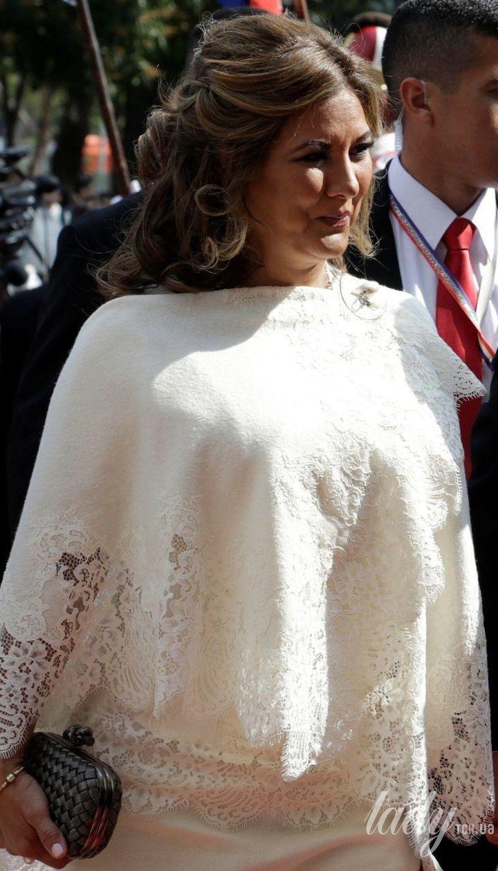Во всем белом: жена вице-президента Парагвая пришла на торжественную церемонию в эффектном образе