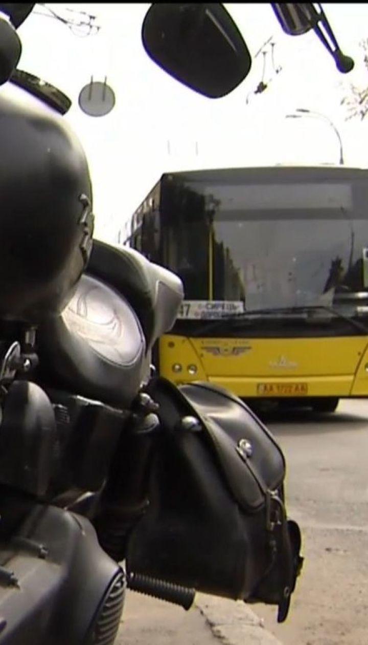 В Киеве водитель мотоцикла расстрелял водителя автобуса
