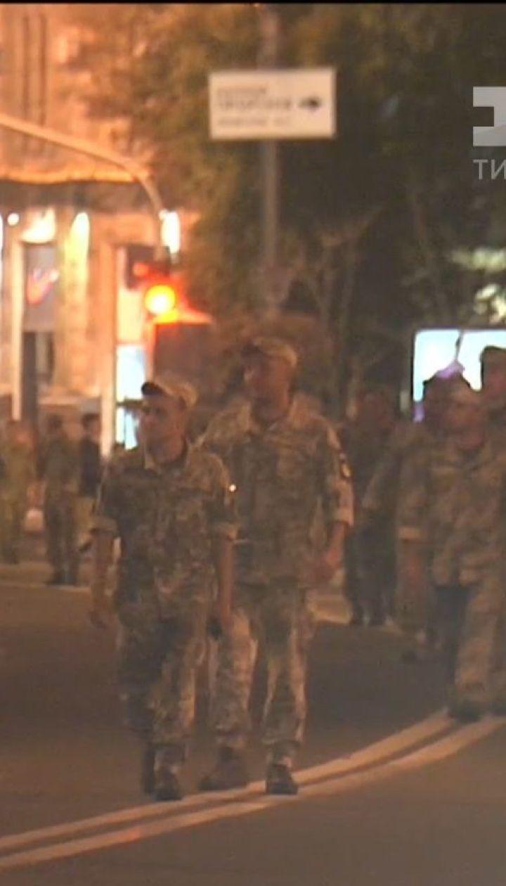 Підготовка до параду: нічним Хрещатиком колонами крокували військові
