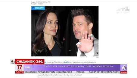 Суд зобов'язав Анджеліну Джолі дозволити Бреду Пітту частіше бачитись з дітьми