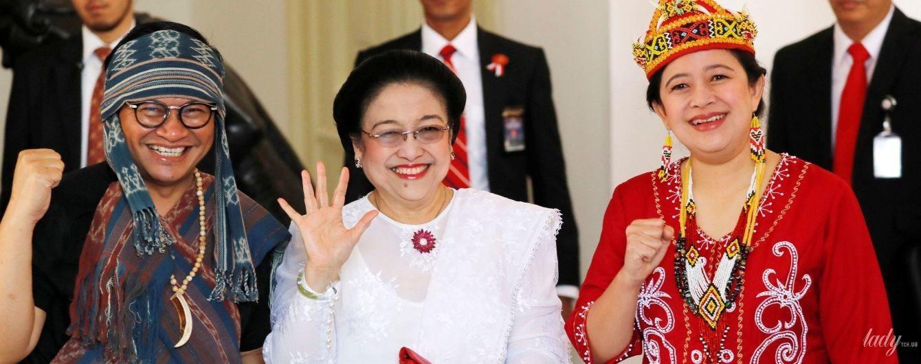 В белоснежном платье и с красной помадой: экс-президент Индонезии на торжественной церемонии