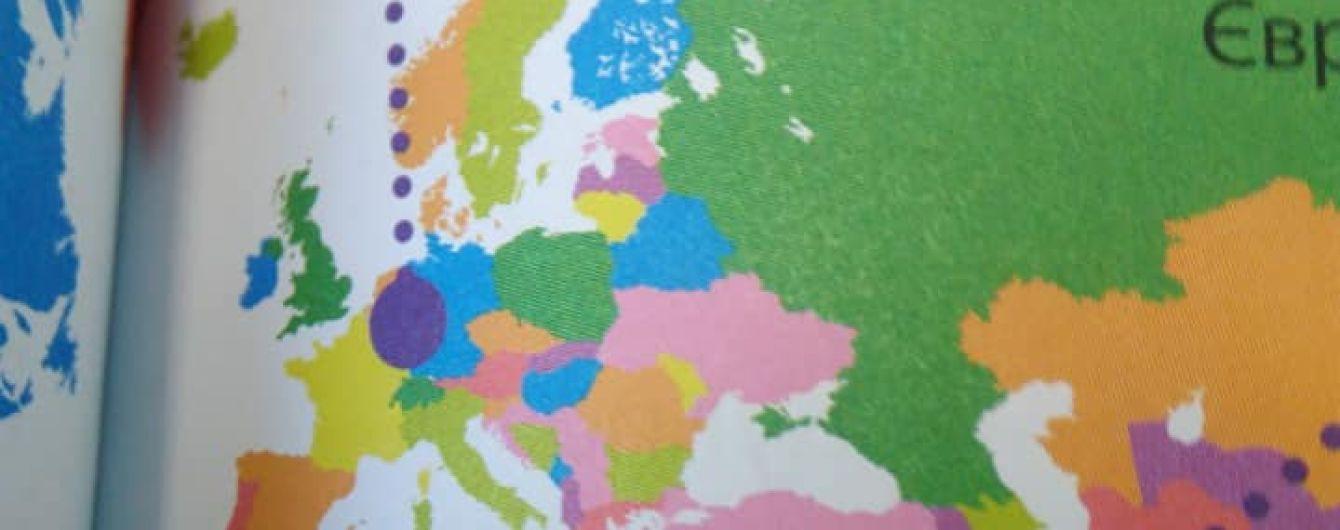 В Украине вышла книга с изображением Крыма в составе РФ. В издательстве объяснили, почему так произошло