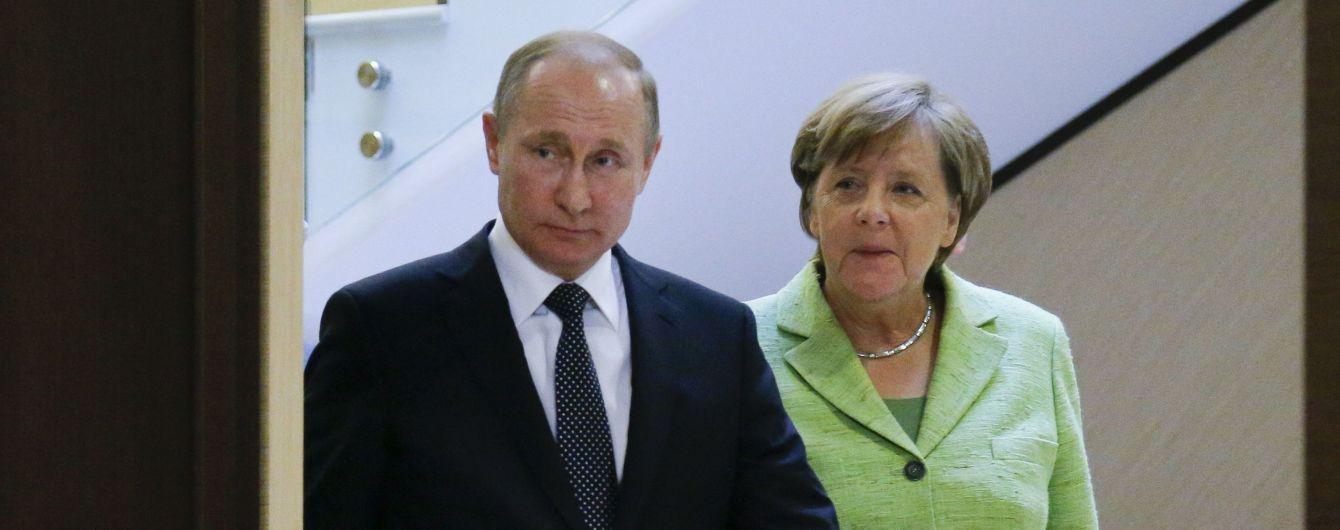 """Путін обговорить з Меркель спільні проекти, яким """"загрожують треті країни"""""""