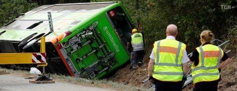 В Германии рейсовый автобус опрокинулся в кювет: 16 пострадавших