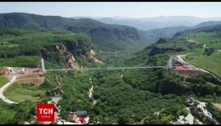 В китайские провинции Ляонин открыли самый длинный стеклянный подвесной мост