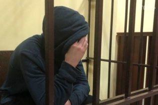 Во Львове арестовали на два месяца парня, который ранил ножом полицейского