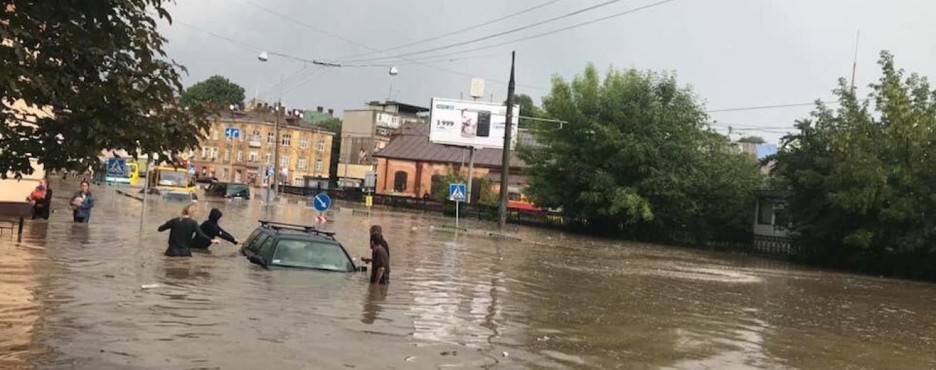 Дело Манафорта и потоп во Львове. Пять новостей, которые вы могли проспать
