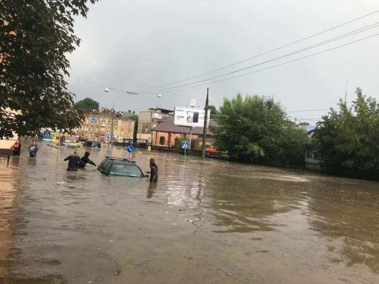 Справа Манафорта та потоп у Львові. П'ять новин, які ви могли проспати