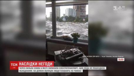 Потужна злива перетворила вулиці Львова на річки