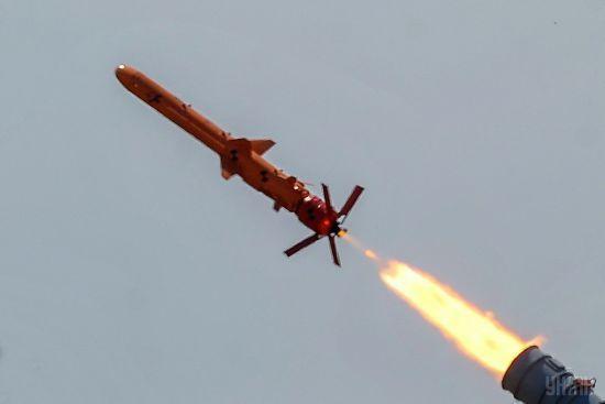 Вражає ціль до 300 кілометрів. В Україні випробували крилату ракету власного виробництва