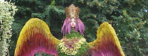 В Киеве устроили выставку живых цветов, из которых выложили мифических существ