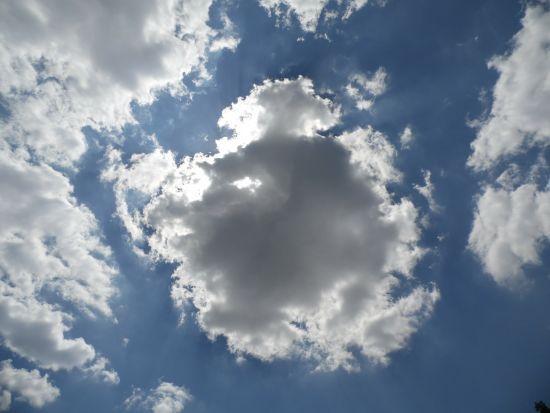Синоптик розповіла, як прогнозувати погоду за хмарами