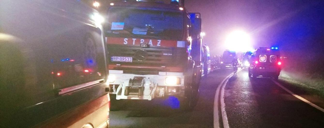 Моторошна аварія автобуса в Польщі. В українському МЗС розповіли про стан постраждалих