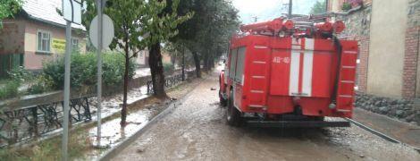 Вслед за Львовщиной ливень затопил городок на Закарпатье