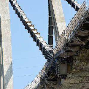 В Италии возросло количество жертв из-за обрушения моста: среди найденных погибших - ребенок