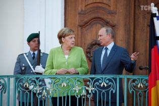 Путін і Меркель розпочали переговори. Зустріч почалася із затримкою