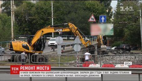 В Киеве ограничили движение Шулявским путепроводом