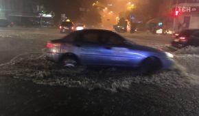 Київ оговтується після потужної нічної зливи. Транспорт курсує без перебоїв