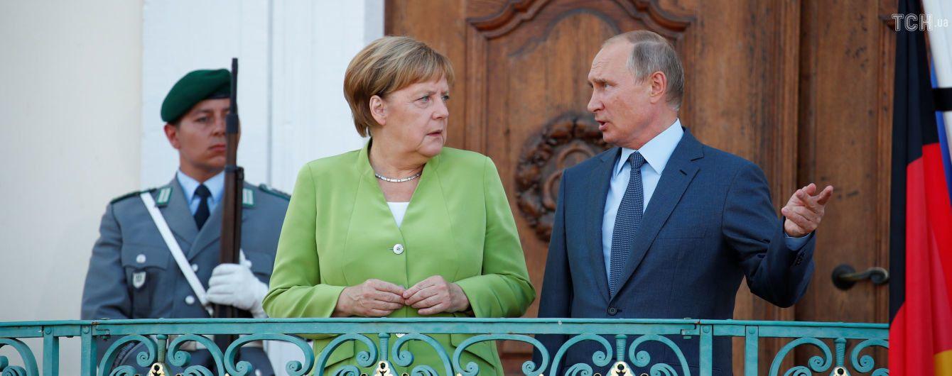 """Путин с Меркель обсудили возможную встречу в """"нормандском формате"""""""