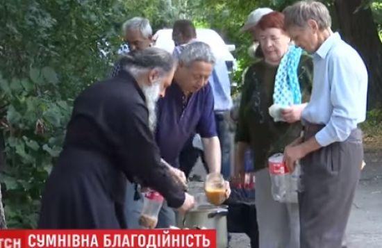 У Чернівцях мешканці виступили проти безкоштовних обідів для пенсіонерів і безхатьків в їхньому дворі