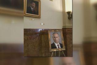 Портрет Путіна в США. Радницю законодавця покарали за невдалий жарт