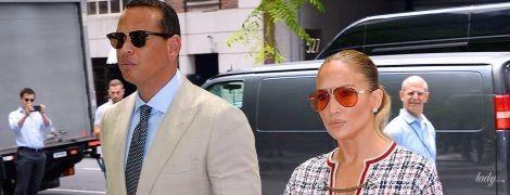В эффектом мини от Gucci: Дженнифер Лопес с возлюбленным попали в объективы папарацци