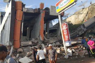 На індонезійському острові Ломбок стався новий потужний землетрус