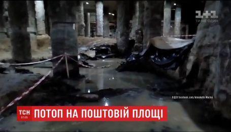 Потужна злива затопила місце археологічних розкопок на Поштовій площі