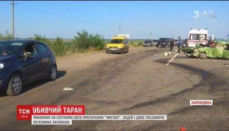 """На Харківщині чиновник на Lexus протаранив """"Жигулі"""""""