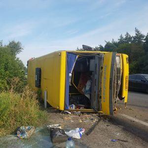 Під Дніпром фура протаранила рейсову маршрутку, постраждали 16 людей
