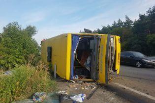 Под Днепром фура протаранила рейсовую маршрутку, пострадали 16 человек