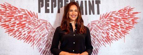 В элегантном наряде: стильная Дженнифер Гарнер посетила премьеру фильма