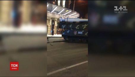 """Инцидент с """"Буком"""", который протаранил здание столичного бизнес-центра, расследует Минобороны"""