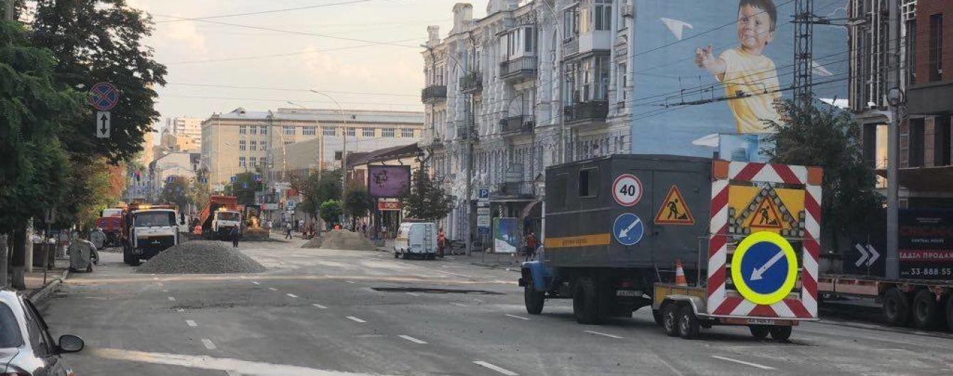 Столичная власть назвала причины разрушения асфальта на Антоновича
